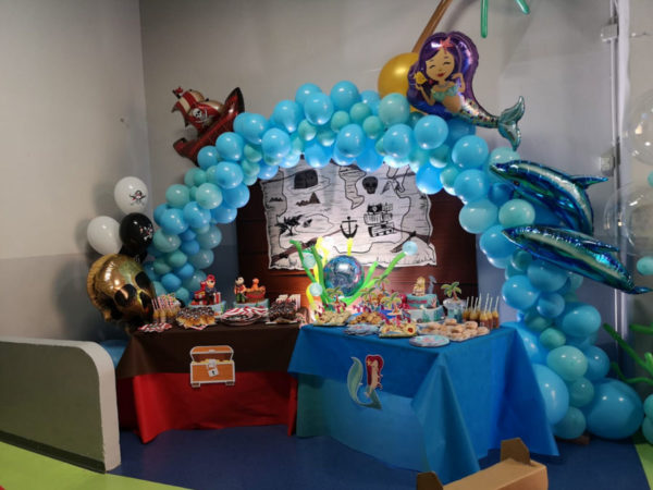 Espaço festas de aniversário Pixel Room da Robert Cutty Kids com decoração temática sereia e pirata