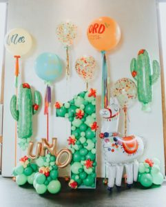 Allestimento di palloncini in lattice e mylar lama e cactus balloon art