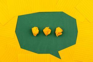 Nuvola di comunicazione gialla e verde