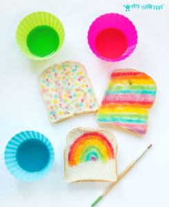 Pane decorato con coloranti alimentari